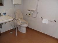 トイレ入口幅88cm、便座の高さ45cm