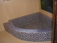 きんぽうの湯浴槽の縁の広さ15~35cm