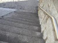 砂むしへの階段12段、手すりの高さ83cm