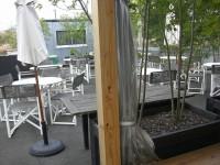 ガーデンテラス、丸テーブル49席