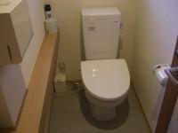 玄関横、女子トイレ