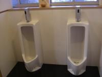 玄関横、男子トイレ