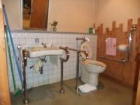 入口幅90cm、手洗いの高さ68cm