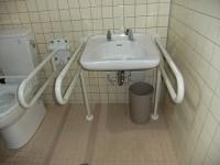 手洗いの高さ65cm 手摺稼働式
