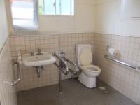 ふれあい広場横トイレ、入口幅80cm