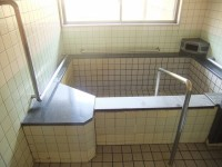 バリアフリー家族湯(弓張の湯)、入口幅80cm