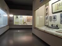 2階展示室、通路幅120cm