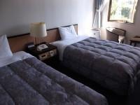 4階ツインルームベッドの高さ43cm