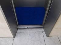 エレベータ入口幅79cm