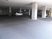 屋内駐車場40台
