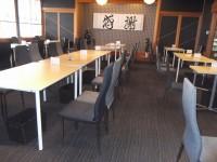 テーブルの高さ78cm、64席
