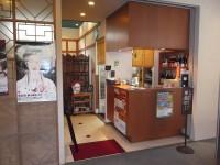 レストラン上海、入口幅116cm、テーブルの高さ65cm、22席
