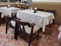 朝食処なぎさ御膳、テーブルの高さ62cm、32席