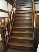 2階客室への階段14段