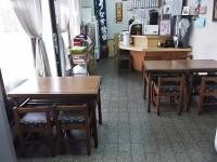 テーブル8席