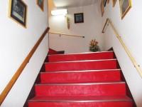 階段20段、手すりの高さ80cm