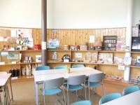 喫茶コーナー テーブルの高さ60cm