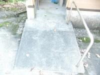 入口スロープ 幅123cm、長さ145cm、傾斜11度