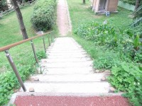 階段の高さ13cm、奥行き25cm、25段