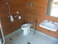 広場横トイレ 入口幅80cm
