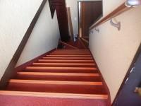 2階への階段18段