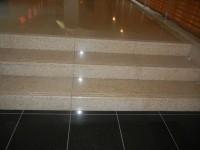 館内入口 階段15cm、3段