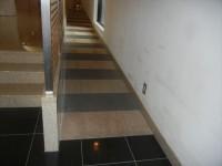 館内入り口 幅85cm、長さ1080cm、傾斜8度