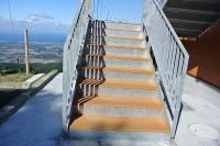 展望台への階段 18cm27段