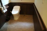 バリアフリートイレ、入口幅89cm、便器の髙42cm
