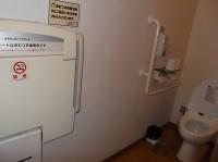 女性用トイレにベビーシートあり