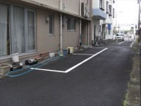 建物右駐車場