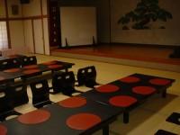 宴会場テーブル高さ23cm(60cmに調整できる)