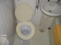 トイレ入口幅64cm