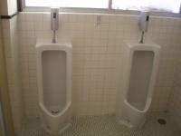 宴会場前、男子トイレ