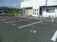 一般駐車場道路向い側6台