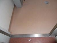 本館奥、入口幅80cm