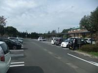 一般駐車場83台、大型駐車場3台