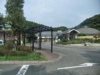 温泉ドームと共用、一般駐車場83台