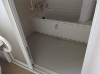 浴室入口幅66cmシャワーチェア貸し出しあり