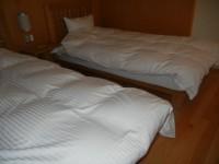 ベッドの幅100cm、高さ43cm