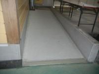 ドーム内事務所へ(幅125cm、長さ400cm、傾斜5度)