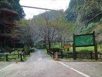 公園入口前
