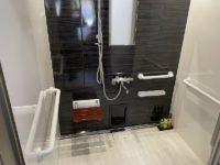 シャワー室入口幅82cm