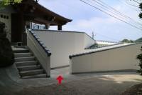 専用駐車場からのスロープ入口、傾斜5度