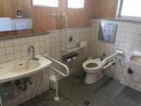 駐車場横トイレ 入口幅86cm