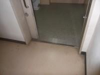 正面建物内のトイレ、入口幅85cm
